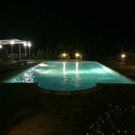 Villa Angela: pool at night