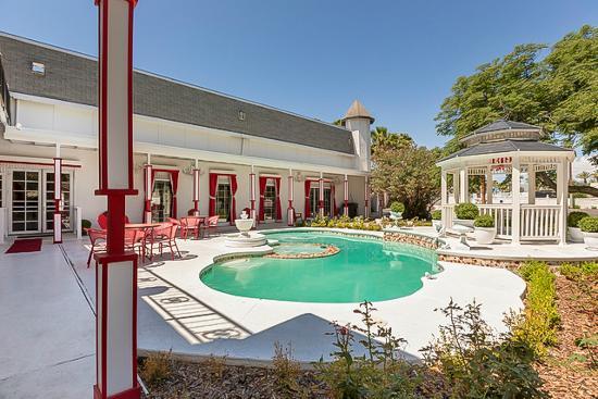 Hartland Mansion : Outdoor Pool