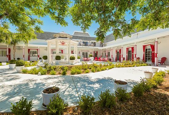 Hartland Mansion : Main Entrance & Gazebo