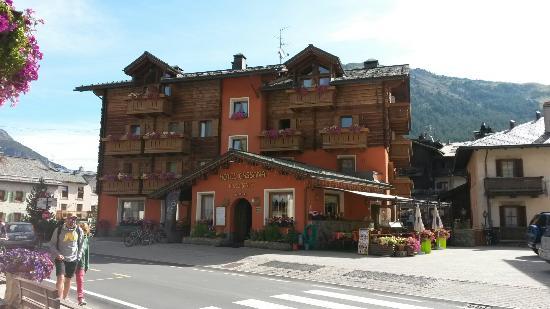 Hotel Cassana : Panoramica hotel, letto e bagno.