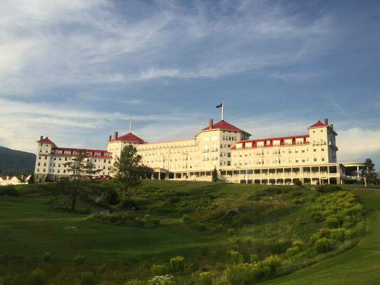Omni Bretton Arms Inn at Mount Washington Resort: The main hotel