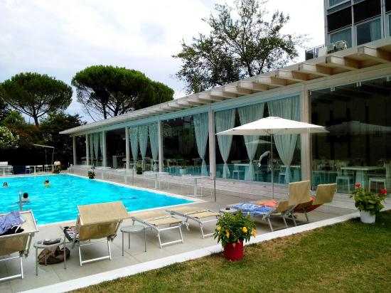 Piscine picture of italiana hotels florence florence tripadvisor - Piscine interrate firenze ...