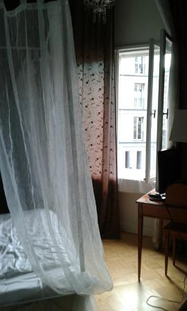 Am Olivaer Platz: View towards window