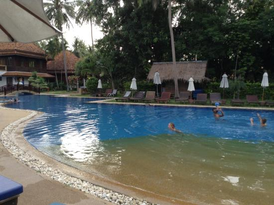 Bang Saphan, Thaïlande : La piscine