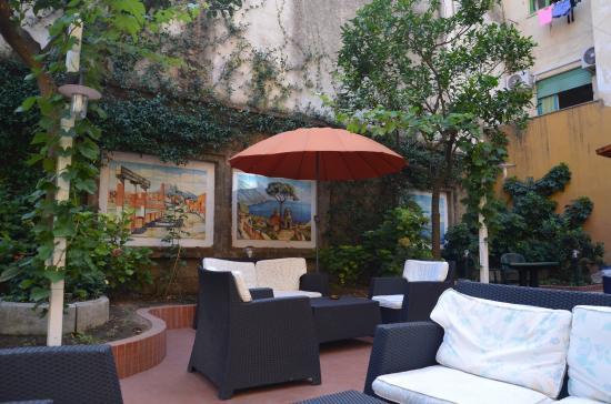 Astoria Hotel: The Garden Patio At Hotel Astoria