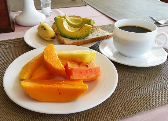Ryan's Bay Hotel: Breakfast in the hotel dining room... simple but delicious. Great avocados on toast...