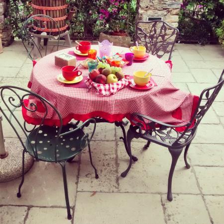 Colazione in giardino - Foto di Bed and Breakfast Le Terrazze ...