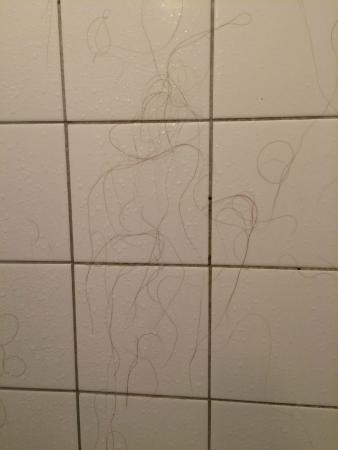 Marnix Hotel: the shower