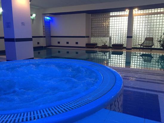 Athenee Palace Hilton Bucharest: Le jacuzzi et la piscine