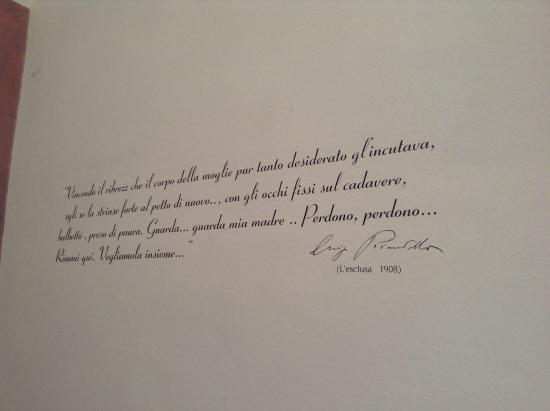 B&B Villa Pirandello: Pirandello quote on the wall of our room