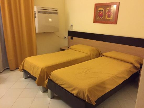 Ticho's  Hotel: photo0.jpg