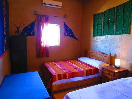Riad Tadarte: chambre quadriple de l hotel tadarte a merzouga sud este du maroc