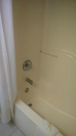 Comfort Inn & Suites Fillmore: Shower/tub