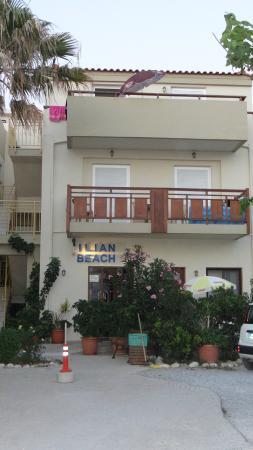 Ilian Beach Apartments : het bovenste appartement was het onze.