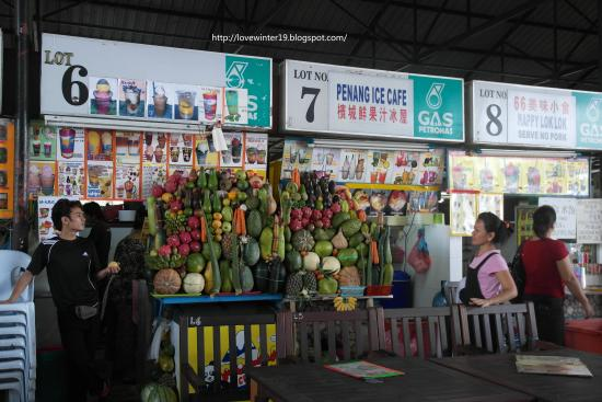 Tanjung Aru Seafood Restaurant: Exotic fruits display