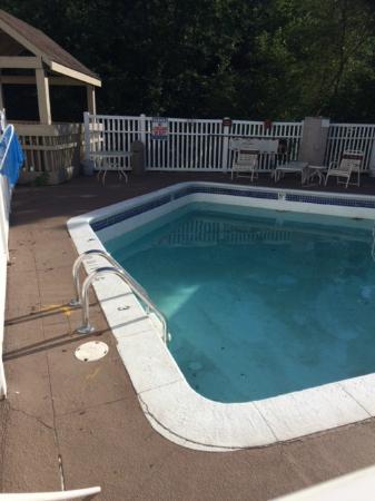 Gatehouse Suites East Lansing: low water in locked pool in July