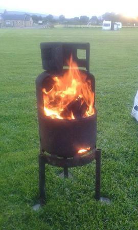 Leekworth Caravan Park: fire pit