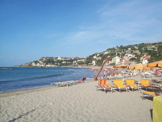 Svizzera Hotel: vista de la playa frente al hotel