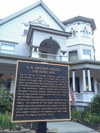 Victorian Charm Inn: Hotel and historical marker