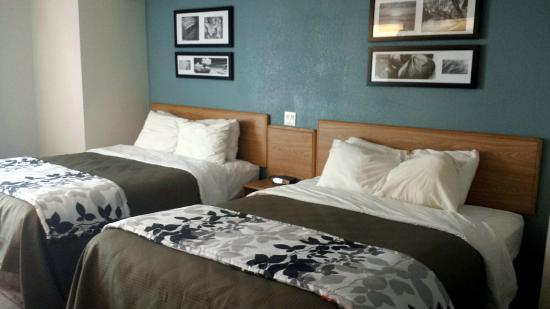 Sleep Inn & Suites: Very comfortable rooms with plenty of space and extremely comfortable and clean beds!