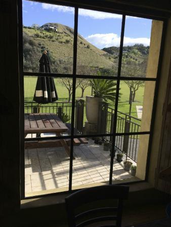 Church Road Winery Cellar Door & Restaurant: Cellar Door window & patio