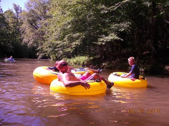 Green River Cove Tubing: tubin'