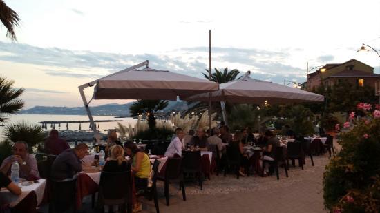 2 Terrazze con vista mare - Foto di Ristorante Pizzeria Valdisogno ...