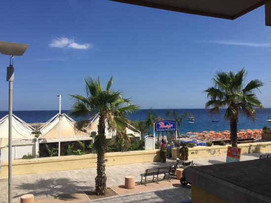 Hotel San Vincenzo: View of beach from 1st floor; hotel beach with free sun beds (small to medium large pebble stone