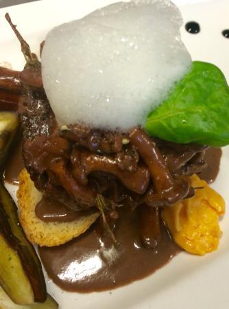 Filetto angus, cantarelli aria di zenzero e crema di peperoni. Tortelli alla burrata con coulis