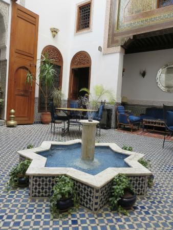 Riad Zamane: Dining area