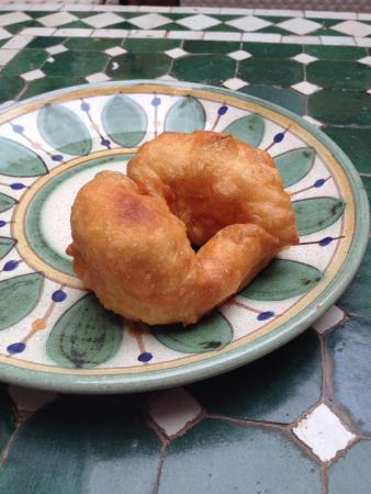 Riad Barroko: Yummy breakfast donut with honey
