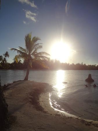 Le Taha'a Island Resort & Spa: Hotal Beach