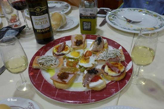 restaurante casa pedro ricos canaps con amplio surtido de vinos y aceites de la zona