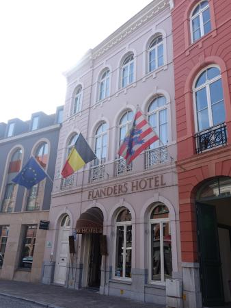 The Flanders Hotel  Photo De Flanders Hotel, Bruges. Casa AZul Monumento Historico Hotel. Viceroy Hotel Napier - Heritage Boutique Collection. Top Of The Village Hotel. Scandic Hotel. Grand Hyatt Jakarta. Novotel Palm Cove Hotel. Courtyard By Marriott Tokyo Ginza Hotel. Sanya Bao Sheng Seaview Hotel