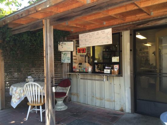 Boni's Tacos: Real food in a real setting