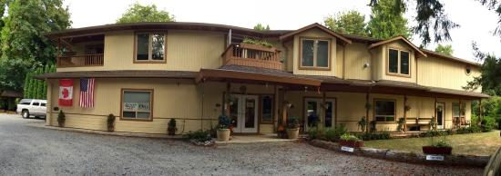 Cedar Wood Lodge Bed & Breakfast Inn & Conference Center: B&B on a beautiful property