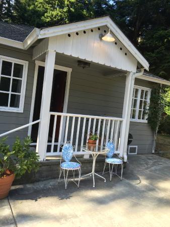 Trinidad Inn: Garden Cottage, Room 10