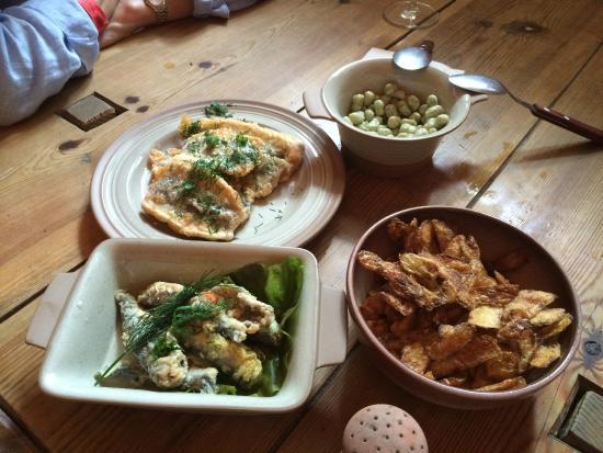Palmse Korts: Fried herrings, marinated herrings, beans, potato peels