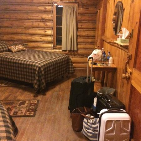 Range Riders Lodge: Corner room