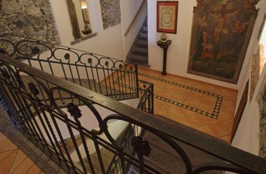 La Pergola: Escaliers interieurs