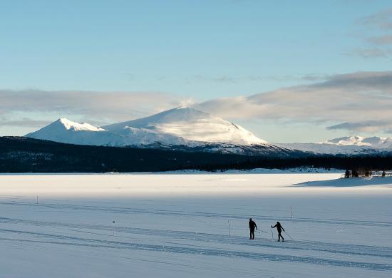 Tarnaby Fjallhotell: Skiing on the lake in winter