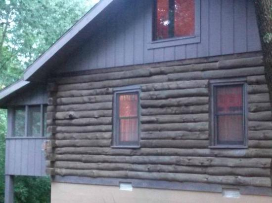 Harmonie State Park: side of cabin 10