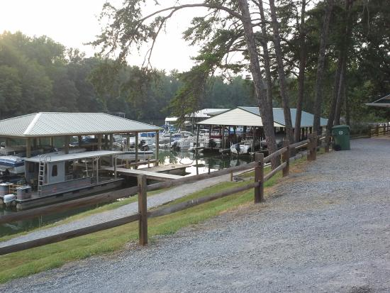 Halesford Harbour Inn: Partial view of a marina