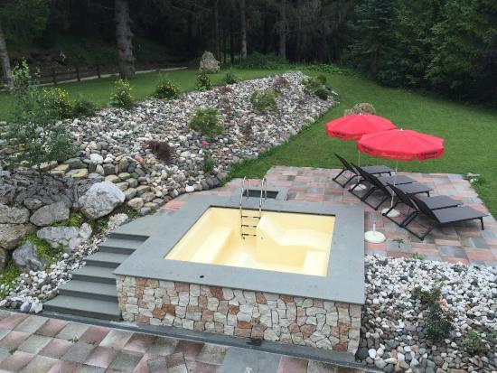 antico bagno piscina esterna calda