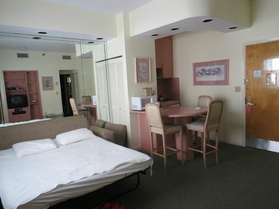 Estar Kitchenette Picture Of Crystal Beach Suites Oceanfront Hotel Miami Tripadvisor