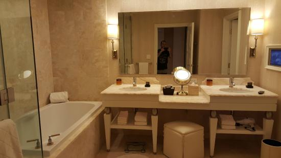 Wynn Las Vegas Very nice bathroom with large tub double sinks glass shower & Very nice bathroom with large tub double sinks glass shower ... azcodes.com