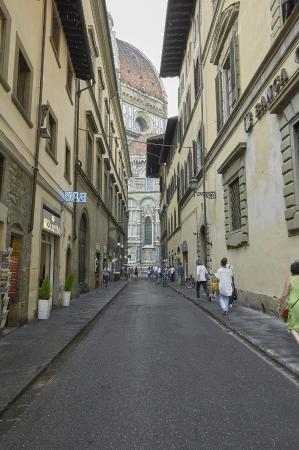 calle Via dei Servi - Picture of Soggiorno Panerai, Florence ...
