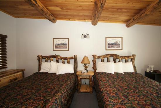 Yellowstone Valley Inn: Double Queen Hotel Room