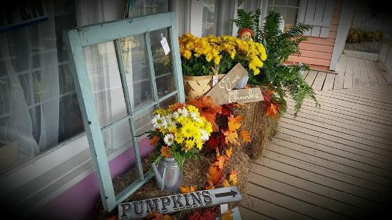 Ruskin, FL: Getting ready for fall, I would love my porch to look like this.