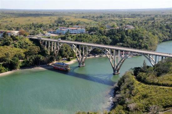 History Trip Havana Tour: Crossing the Bacunuyagu Bridge to get to Havana from Matanzas with Isbel Sanchez Havana History